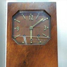 Relojes de pared: RELOJ DE PARED, CARGA MANUAL, ART DECO, MAQUINARIA MORET, CAJA DE MADERA, FUNCIONANDO. Lote 106950635
