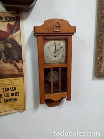 IMPRESIONANTE RELOJ PARED DE MADERA A CUERDA, FUNCIONA, PERFECTO. (Relojes - Pared Carga Manual)