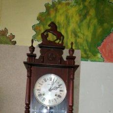 Relojes de pared: RELOJ DE PARED FUNCIONANDO MUY BONITO. Lote 107003356