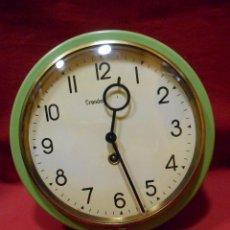 Relojes de pared: BONITO RELOJ DE PARED METALICO DE CUERDA - AÑOS 60 -. Lote 116109319