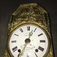 Relojes de pared: MAQUINARIA MOREZ CON PENDULO DE LENTEJA. Lote 113525663