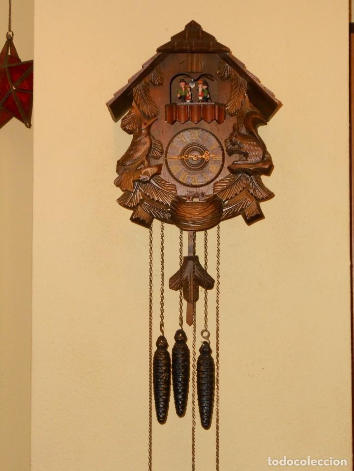 RELOJ CUCU-CUCO CON CARRUSEL MUSICAL ALEMÁN(SELVA NEGRA).TOTALMENTE MECÁNICO Y FUNCIONANDO BIEN.. (Relojes - Pared Carga Manual)