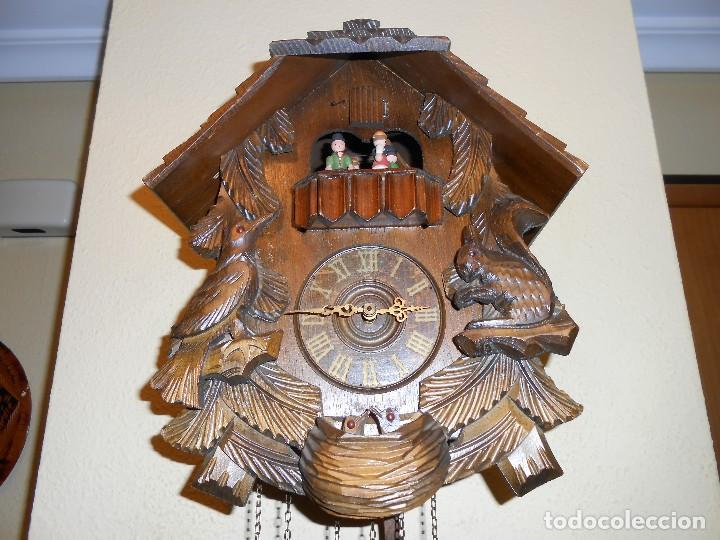 Relojes de pared: RELOJ CUCU-CUCO CON CARRUSEL MUSICAL ALEMÁN(SELVA NEGRA).TOTALMENTE MECÁNICO Y FUNCIONANDO BIEN.. - Foto 4 - 116293139