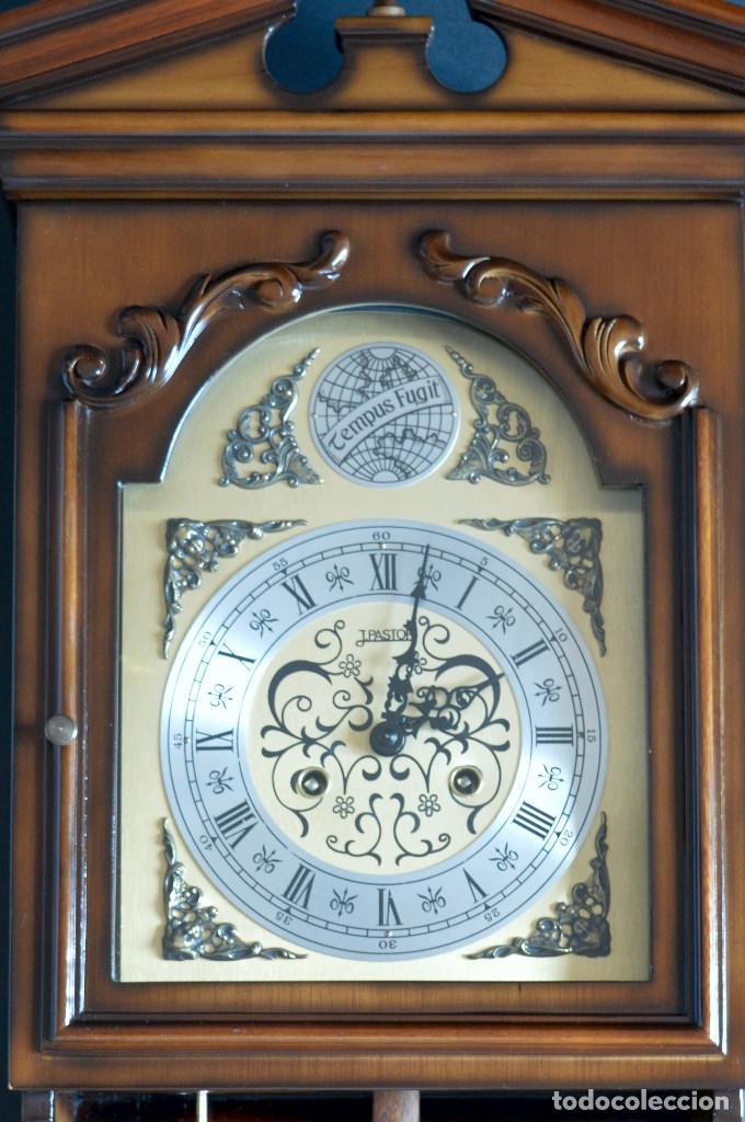 Relojes de pared: EXCEPCIONAL ANTIGUO RELOJ DE PARED CON SONERIA J. PASTOR 1940 CARGA MANUAL Y CAJA DE NOGAL - Foto 4 - 56802694