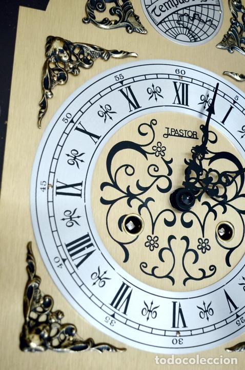 Relojes de pared: EXCEPCIONAL ANTIGUO RELOJ DE PARED CON SONERIA J. PASTOR 1940 CARGA MANUAL Y CAJA DE NOGAL - Foto 8 - 56802694