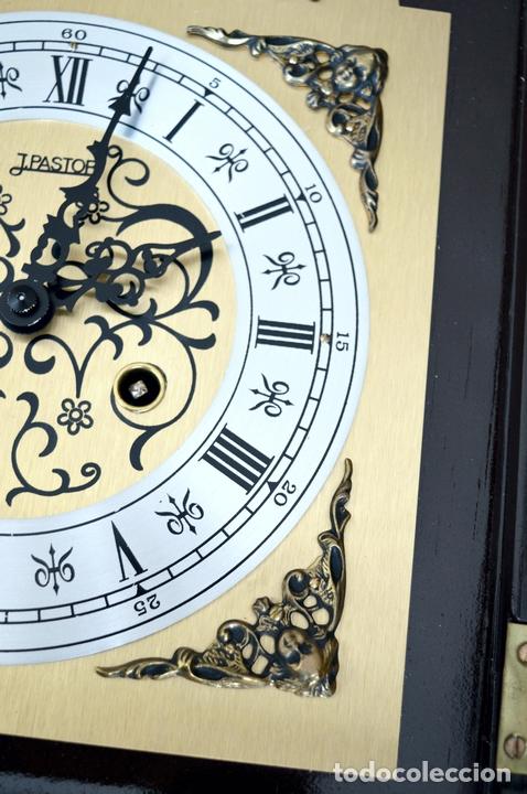 Relojes de pared: EXCEPCIONAL ANTIGUO RELOJ DE PARED CON SONERIA J. PASTOR 1940 CARGA MANUAL Y CAJA DE NOGAL - Foto 9 - 56802694