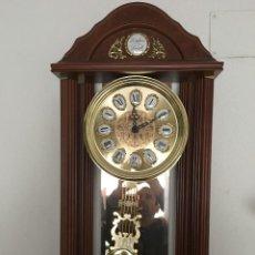 Relojes de pared: KK RELOJ DE MADERA TEMPUS FUGIT PRACTICAMENTE NUEVO FUNCIONANDO!!!. Lote 117763119