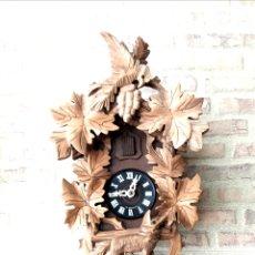 Relojes de pared: RELOJ DE CUCO CON TALLAS DE CALIDAD. REVISADO Y OK.. Lote 118045512