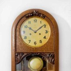 Relojes de pared: ANTIGUO RELOJ DE PARED,CON CUERDA MANUAL, TOCA LAS HORAS Y LAS MEDIAS ,FUNCIONANDO. Lote 119234479