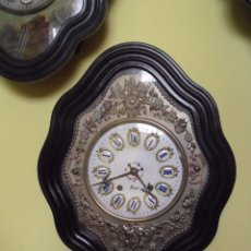 Relojes de pared: PERFECTO Y PRECIOSO OJO DE BUEY MOREZ- FRONTAL LATÓN REPUJADO- ESFERA PORCELANA- AÑO 1890. Lote 160451278