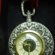 Relojes de pared: ANTIGUO RELOJ FRANCES MERCEDES PARED O PARA COLGAR METAL COLOR PLATEADO CARGA MANUAL CAJA ORIGINAL. Lote 121538727
