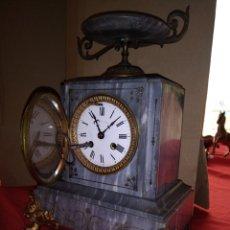 Relojes de pared: IMPRESIONANTE RELOJ FRANCÉS MAQUINARIA DOS LLAVES SIGLO XIX MÁRMOL Y BRONCE. Lote 121609851