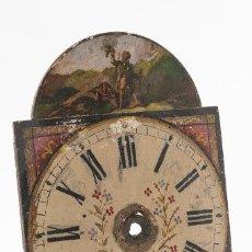 Relojes de pared: RATERA FRONTAL DE MADERA DE RELOJ, PINTADO AL OLEO CON DETALLES FLORARES Y ESCENA DE CAZA. Lote 121862039