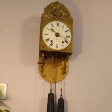 Relojes de pared: RELOJ MOREZ FRANCES DE PARED, CON PENDULO ARTICULADO, PESAS Y LLAVE PARA DAR CUERDA. Lote 122095019