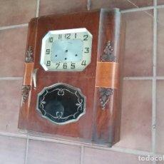 Relojes de pared: BONITO RELOJ WESTMINSTER DE CARGA MANUAL A FALTA DE AGUJAS Y SUSPENSION DEL PENDULO,FUNCIONA.. Lote 122217563