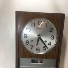 Relojes de pared: RA1 RELOJ PARED VINTAGE AÑOS 70 FUNCIONAMIENTO A CUERDA ESTÁ EN BUEN ESTADO Y FUNCIONA 43X11X25. Lote 123057823