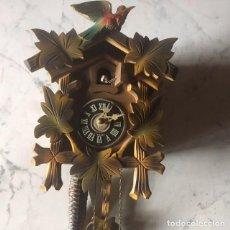 Relojes de pared: RELOJ DE CUCO ALEMÁN EN TALLA DE MADERA.. Lote 124436355