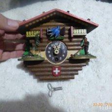 Relojes de pared: RELOJ CUCO SUIZO CON LLAVE. Lote 124574067