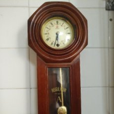 Relojes de pared: ANTIGUO RELOJ DE PARED CUERDA Y PENDULO REGULATOR A - FRONTIER . FUNCIONANDO . Lote 126702643