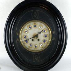 Relojes de pared: RELOJ DE PARED OJO DE BUEY CON ESFERA EN ALABASTRO Y NÚMEROS ROMANOS EN PORCELANA SIGLO XIX. Lote 126740735