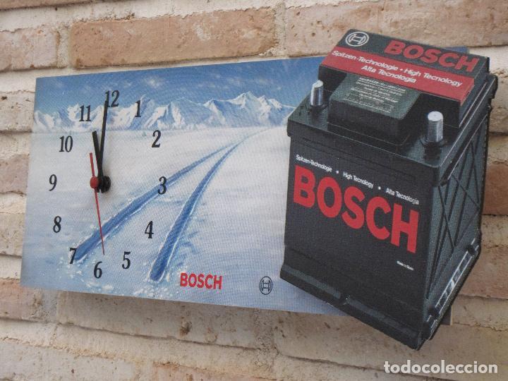 RELOJ DE PARED CON PUBLICIDAD : B0SCH - BATERIAS - FUNCIONANDO. (Relojes - Pared Carga Manual)