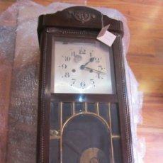 Relojes de pared: RELOJ DE PARED CON CAJA DE MADERA. 30 X 16 X 63 CMS. ALTURA. FUNCIONANDO.. Lote 128706375