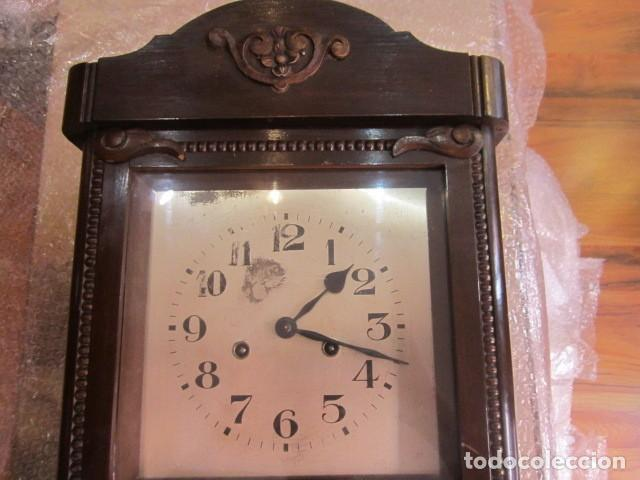 Relojes de pared: Reloj de pared con caja de madera. 30 x 16 x 63 cms. altura. Funcionando. - Foto 2 - 128706375