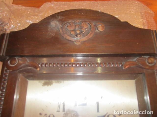 Relojes de pared: Reloj de pared con caja de madera. 30 x 16 x 63 cms. altura. Funcionando. - Foto 3 - 128706375