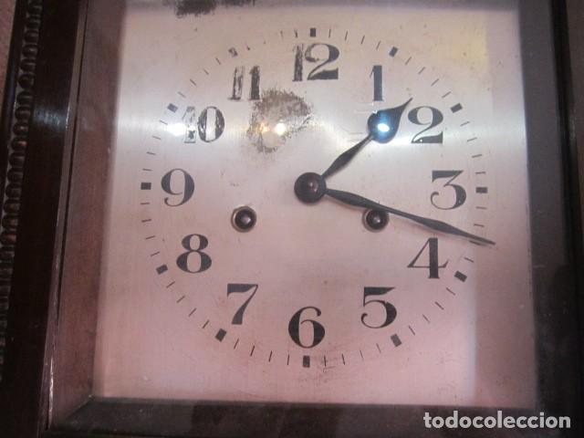 Relojes de pared: Reloj de pared con caja de madera. 30 x 16 x 63 cms. altura. Funcionando. - Foto 4 - 128706375