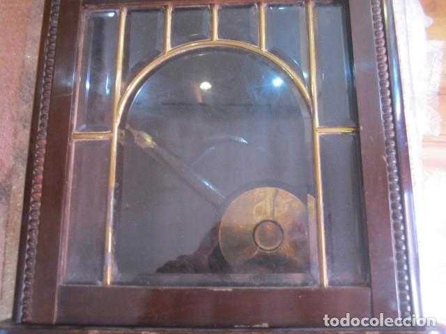 Relojes de pared: Reloj de pared con caja de madera. 30 x 16 x 63 cms. altura. Funcionando. - Foto 5 - 128706375
