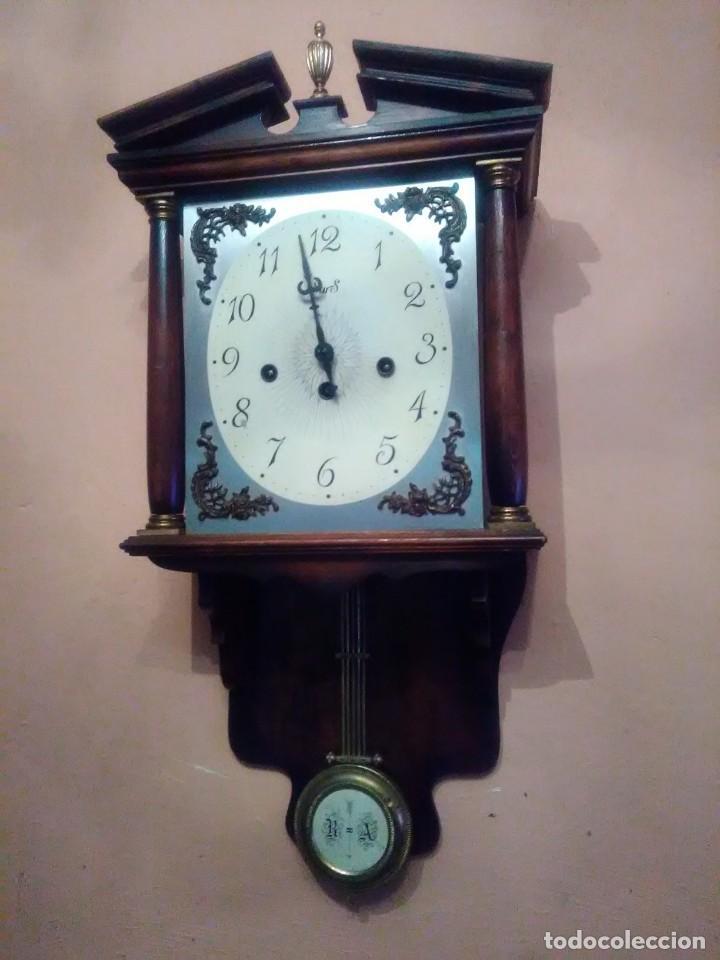 RELOJ DE PARED ANTIGUO CARILLÓN . (Relojes - Pared Carga Manual)