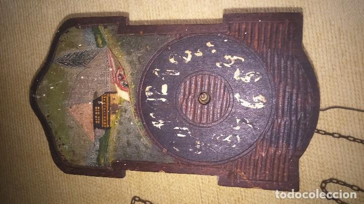 Relojes de pared: Antiguo y pequeño reloj de pared. A restaurar - Foto 2 - 132161522