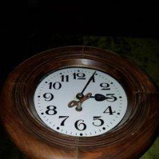 Relojes de pared: RELOJ DE MADERA.ESFERA PORCELANA. SIGLO XIX . Lote 135227434