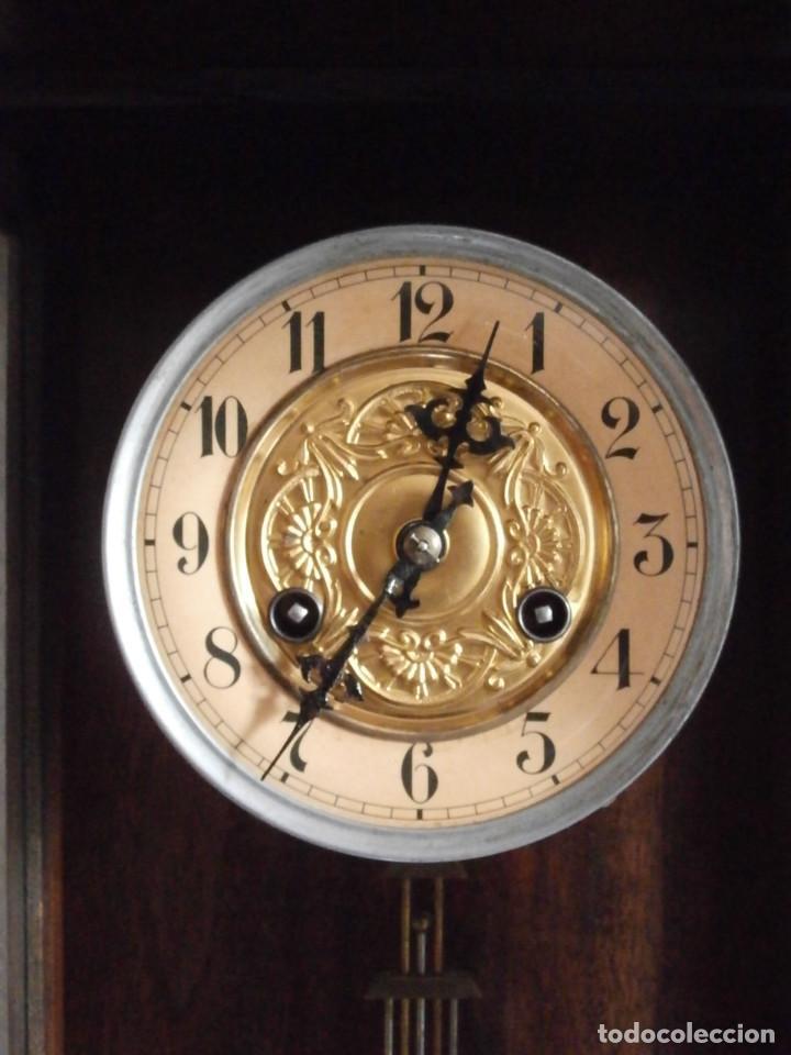 Relojes de pared: Antiguo reloj de cuerda mecánica pared militar alemán I guerra mundial 1917 funciona y da campanadas - Foto 7 - 136313094