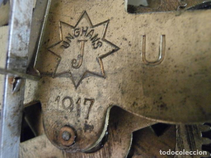 Relojes de pared: Antiguo reloj de cuerda mecánica pared militar alemán I guerra mundial 1917 funciona y da campanadas - Foto 11 - 136313094