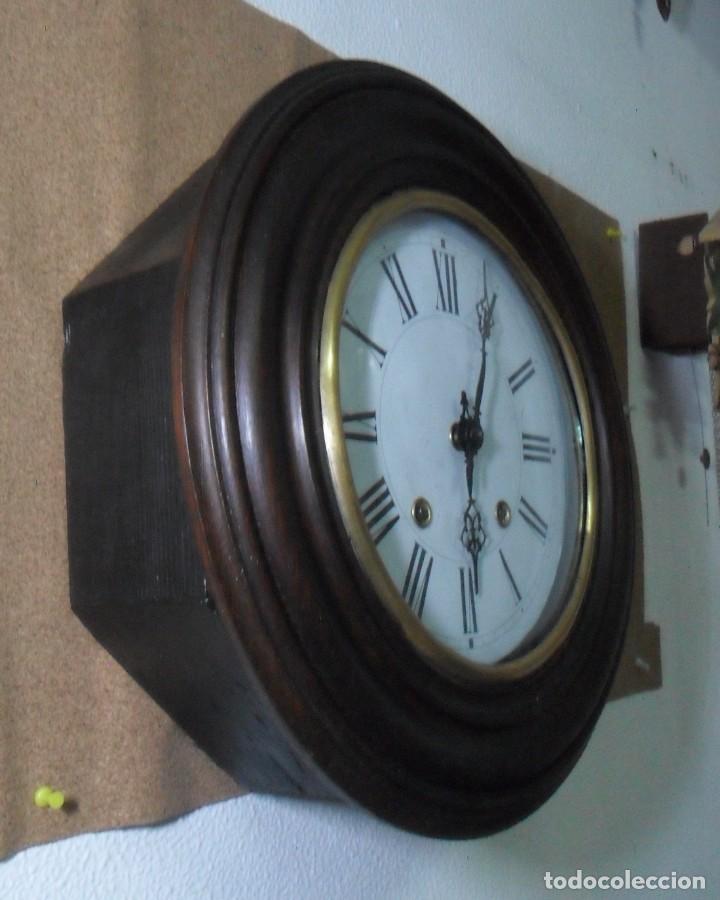ANTIGUO RELOJ OJO DE BUEY - MAQUINARIA MOREZ - FUNCIONA (Relojes - Pared Carga Manual)