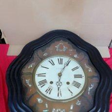 Relojes de pared: ANTIGUO RELOJ OJO DE BUEY SIGLO XIX INCRUSTACIONES DE NÁCAR. Lote 140271253