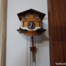 Relojes de pared: LOTE DE DOS CUCÚS PEQUEÑOS. Lote 137518294