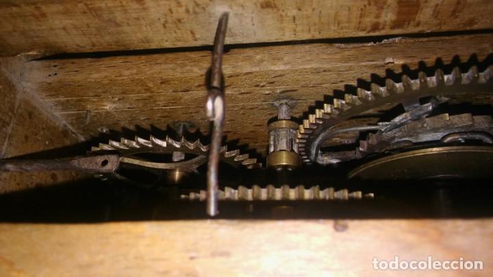 Relojes de pared: Ratera maquinaria completa y funcionando, sonería gong reloj original selva negra antiguo 1850 s XIX - Foto 12 - 137743418