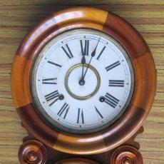 Relojes de pared: RELOJ DE PARED AMERICANO 1890 MAQUINARIA OCHO DÍAS CUERDA CON SONERÍA DE BORDÓN MEDIANTE RUEDA CONTA. Lote 137772614