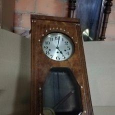 Relojes de pared: IMPRESIONANTE RELOJ DE PARED CON INCRUSTACIONES DE NÁCAR MADERA MACIZA 8 MARTILLOS 3CUERDAS. Lote 140125121