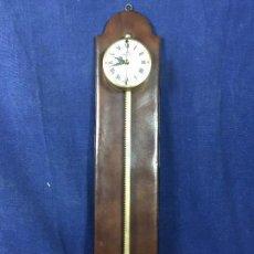 Relojes de pared: ANTIGUO RELOJ ANALÓGICO PARED GRAVEDAD SIERRA DIENTE ALEMÁN PIEL ANNO 1750. Lote 139949250