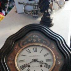Relojes de pared: ANTIGUO RELOJ OJO DE BUEY SIGLO XIX INCRUSTACIONES DE NÁCAR. Lote 140085845