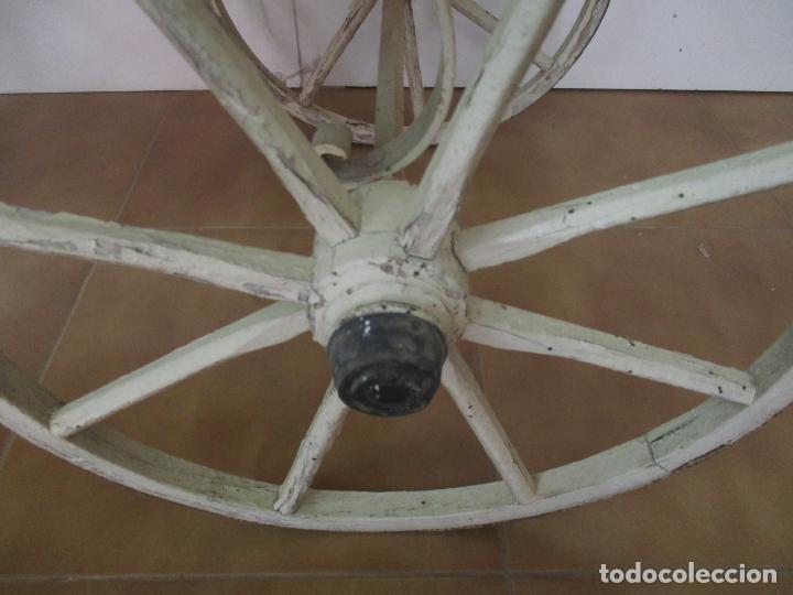 Relojes de pared: Antiguo Carrito, Cochecito para Muñecas, Bebe - Ruedas de Madera - Cesta de Mimbre - Original - Foto 3 - 141905834