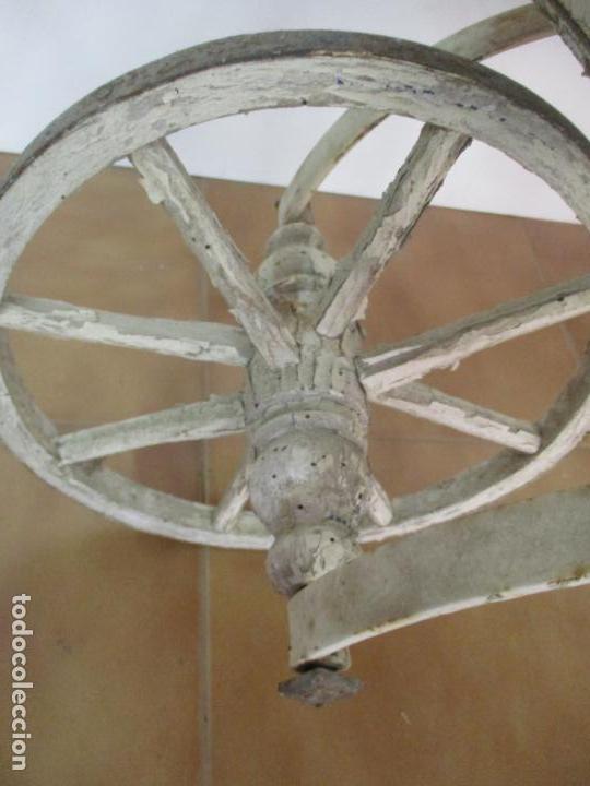 Relojes de pared: Antiguo Carrito, Cochecito para Muñecas, Bebe - Ruedas de Madera - Cesta de Mimbre - Original - Foto 6 - 141905834