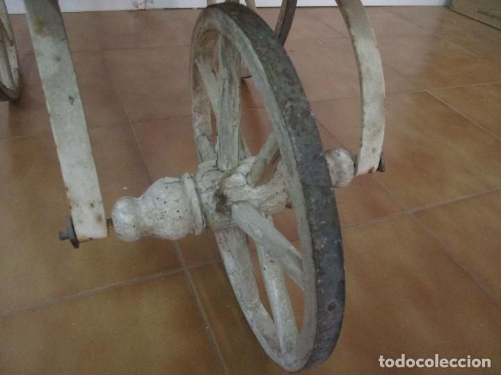 Relojes de pared: Antiguo Carrito, Cochecito para Muñecas, Bebe - Ruedas de Madera - Cesta de Mimbre - Original - Foto 12 - 141905834
