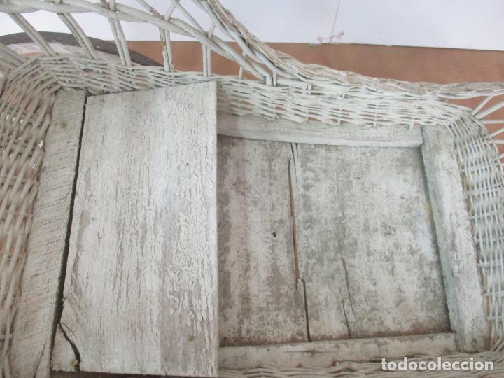 Relojes de pared: Antiguo Carrito, Cochecito para Muñecas, Bebe - Ruedas de Madera - Cesta de Mimbre - Original - Foto 15 - 141905834