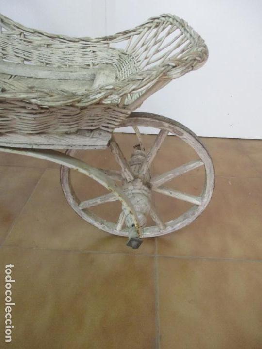 Relojes de pared: Antiguo Carrito, Cochecito para Muñecas, Bebe - Ruedas de Madera - Cesta de Mimbre - Original - Foto 20 - 141905834