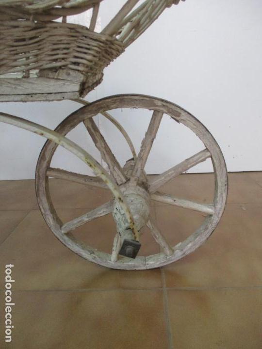 Relojes de pared: Antiguo Carrito, Cochecito para Muñecas, Bebe - Ruedas de Madera - Cesta de Mimbre - Original - Foto 22 - 141905834