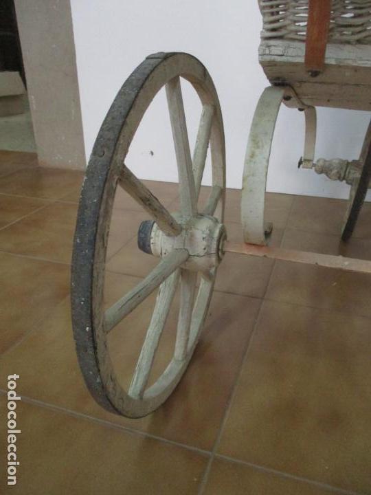 Relojes de pared: Antiguo Carrito, Cochecito para Muñecas, Bebe - Ruedas de Madera - Cesta de Mimbre - Original - Foto 26 - 141905834